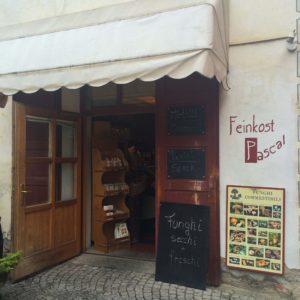 """Bettina Sturm, vom anderen FoodBlog """"Respekt Herr Specht!"""" liebt """"Feinkost Pascal"""" in Bruneck/ Südtirol – Liste: 5 kulinarische Tipps für Südtirol"""