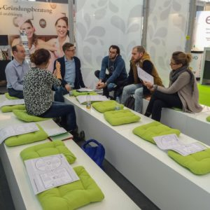 RespektHerrSpecht-Bettina-Sturm-sucht-FoodPreneure-auf-INTERGASTRA16-netzwerken-5